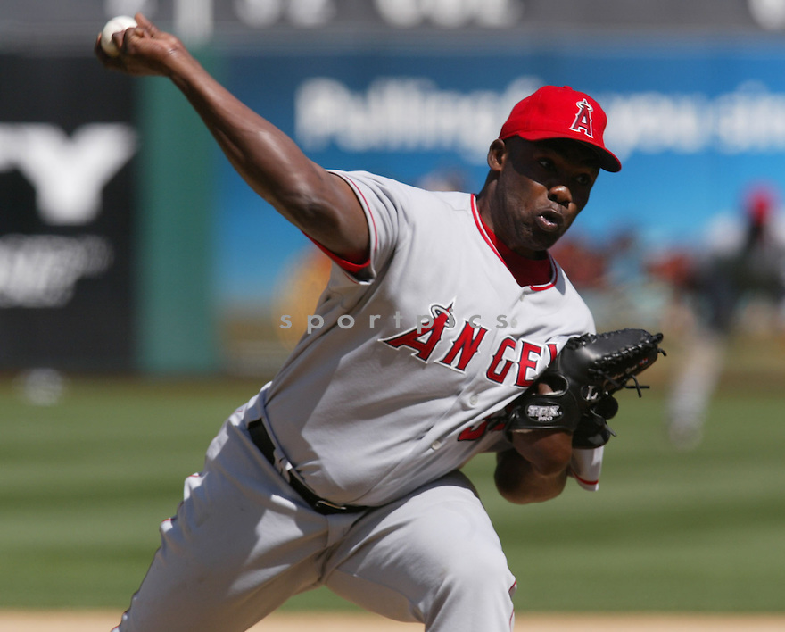 Esteban Yan in action during the Los Angeles Angels v. Oakland Athletics game April 16, 2005.....Los Angeles Angels lost 0-1.....Rob Holt/ SportPics