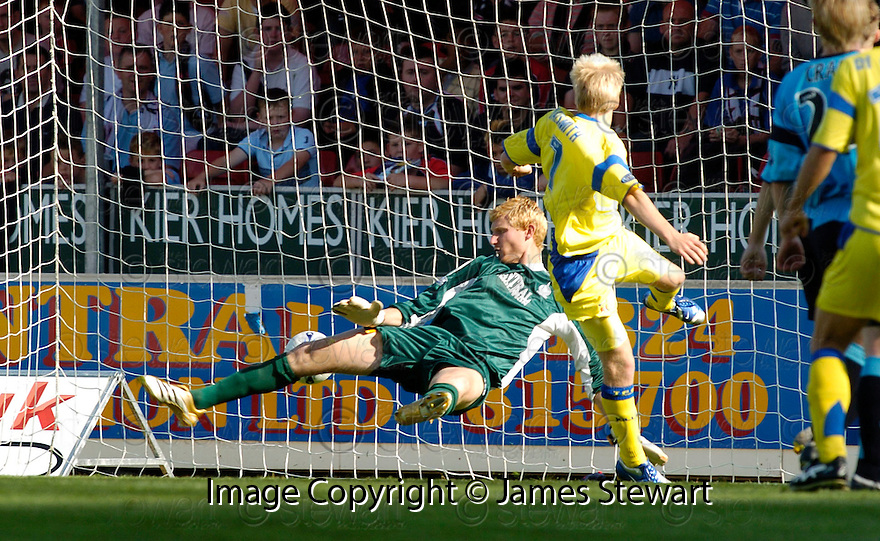 19/08/2006        Copyright Pic: James Stewart.File Name : sct_jspa09_falkirk_v_kilmarnock.PAUL DI GIACOMO SHOT GOES PAST SCOTT HIGGINS AFTER STEVEN NAISMITH RAN IN FRONT OF HIM......Payments to :.James Stewart Photo Agency 19 Carronlea Drive, Falkirk. FK2 8DN      Vat Reg No. 607 6932 25.Office     : +44 (0)1324 570906     .Mobile   : +44 (0)7721 416997.Fax         : +44 (0)1324 570906.E-mail  :  jim@jspa.co.uk.If you require further information then contact Jim Stewart on any of the numbers above.........