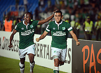 CALI - COLOMBIA - 13-03-2014: Carlos Lizarazo (Der.) jugador del Deportivo Cali de Colombia, celebra el gol notado durante partido entre Deportivo Cali y Lanus de la segunda fase, grupo 3, de la Copa Bridgestone Libertadores en el estadio Pascual Guerrero, de la ciudad de Cali. / Carlos Lizarazo (R) player of Deportivo Cali of Colombia, celebrates a goal scored during a match between Deportivo Cali and Lanus for the second phase, group 3, of the Copa Bridgestone Libertadores in the Pascual Guerrero stadium in Cali city. Photo: VizzorImage / Juan C. Quintero / Str.