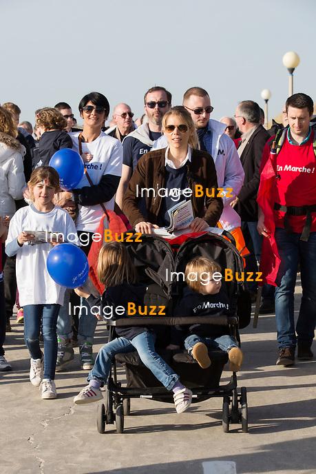 EXCLUSIF : Tiphaine Auzi&egrave;re Macron ( la belle-fille d'Emmanuel Macron ), en famille avec son mari, ses deux enfants et leur chien, lors d'un rassemblement &quot; En Marche &quot; &agrave; Berck, pour la campagne pr&eacute;sidentielle.<br /> France, Berck, 11 mars 2017.