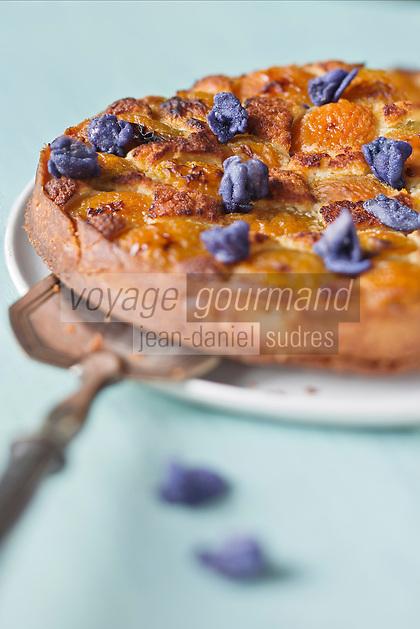 Tarte à l'abricot et Violette de Toulouse, Violette cristalisée - recette de Christian Constant  EXCLU: EDITION LIVRE CUISINE DU SUD-OUEST