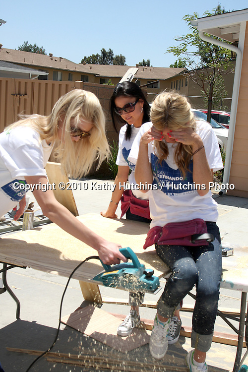 "L-r -  Kelly Duncan, Estella Gardinier, & Amy Bean.at the Habitat For Humanity San Fernando/Santa Clarita  Valleys Women Empowerment build assisted by ""The Bachelor Gives Back"".Habitat for Humanity build site, 12600 Carl St..Pacoima, CA.May 22, 2010.©2010 Kathy Hutchins / Hutchins Photo.."