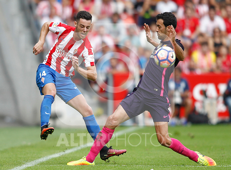 Sporting de Gijon's Burgui (l) and FC Barcelona's Sergio Busquets during La Liga match. September 24,2016. (ALTERPHOTOS/Acero)