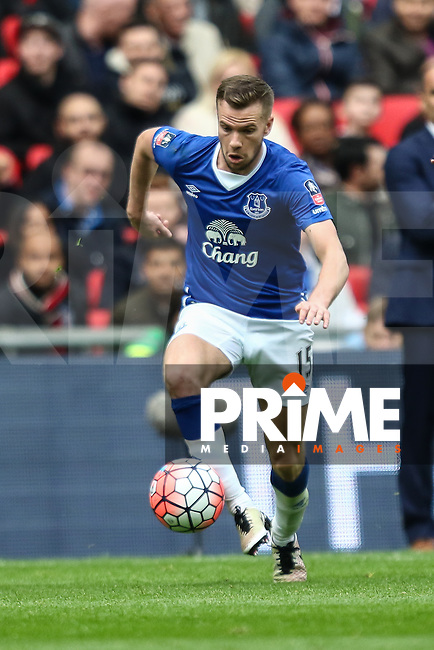Tom Cleverley of Everton during the FA Cup Semi-Final match between Everton and Manchester United at Wembley Stadium, London, England on 23 April 2016. Photo by David Horn / PRiME Media Images.