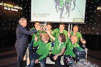 SCHAATSEN: HOOGEVEEN: hoofdkantoor TVM verzekeringen, 02-11-2012, Perspresentatie TVM schaatsploeg, Arjan Bos (president-directeur TVM), Wouter olde Heuvel, Jan Blokhuijsen, Sven Kramer, Gerard Kemkers (hoofdtrainer/coach), Douwe de Vries, Ireen Wüst, Linda de Vries, ©foto Martin de Jong