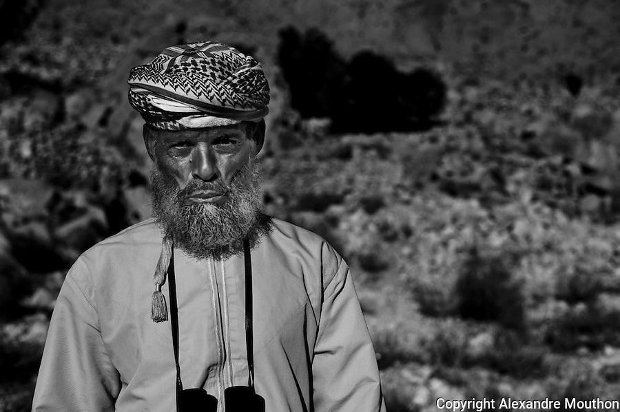 Lire l'article dans la revue de g&eacute;opolitique Diploweb:<br /> http://www.diploweb.com/Geopolitique-d-Oman.html<br /> Le FERAM (Forum d'Echanges et de Rencontres Administratifs Mondiaux):<br /> http://www.feram.org/page.asp?ref_arbo=2613&amp;ref_page=11044<br /> Le GERM (Groupe d'Etudes et de Recherches sur les Mondialisations):<br /> http://www.mondialisations.org/php/public/art.php?id=39387&amp;lan=FR<br /> En Gr&egrave;ce, dans la revue Anixneuseis:<br /> http://www.anixneuseis.gr/?p=140527<br /> La revue des id&eacute;es, Fondation Jean Jaures, n&deg;643, 08/03/2016, http://newsletter.jean-jaures.org/2016/0308/ri643/ri.html<br /> Le Petit Fut&eacute; :<br /> https://www.petitfute.com/p175-oman/guide-touristique/c7253-histoire.html et https://www.petitfute.com/p175-oman/guide-touristique/c7256-politique-et-economie.html<br /> En source  http://www.iris-france.org/80834-oman-une-autre-geopolitique-dans-le-monde-arabe/<br /> <br /> &quot;Discret, le sultanat d&rsquo;Oman devient un acteur &agrave; consid&eacute;rer. En quoi ses choix politiques, pass&eacute;s et pr&eacute;sents, impactent-ils la r&eacute;gion et son territoire ? La soci&eacute;t&eacute; qui les porte est-elle aussi stable que son image aimerait nous le faire croire ? A. Mouthon pr&eacute;sente une solide &eacute;tude, appuy&eacute;e sur un terrain, illustr&eacute; d&rsquo;une carte et de photographies&quot;. Diploweb-2016
