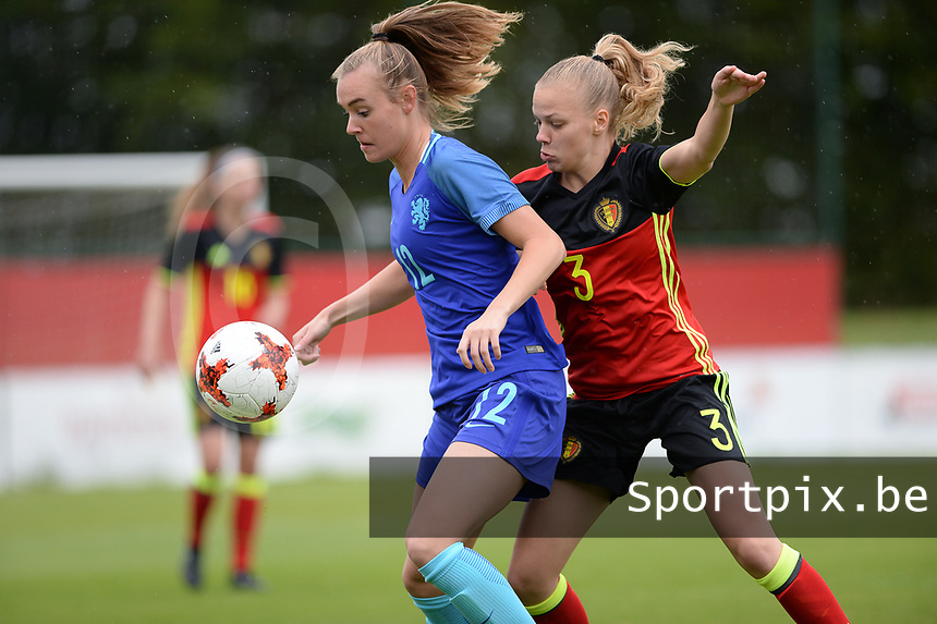 20170914 - TUBIZE ,  BELGIUM : Belgian Sarah Wijnants (r) pictured defending on Dutch Jill Roord during the friendly female soccer game between the Belgian Red Flames and European Champion The Netherlands , a friendly game in the preparation for the World Championship qualification round for France 2019, Thurssday 14 th September 2017 at Euro 2000 Center in Tubize , Belgium. PHOTO SPORTPIX.BE | DAVID CATRY