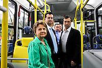 ATENÇÃO EDITOR: FOTO EMBARGADA PARA VEÍCULOS INTERNACIONAIS SÃO PAULO,SP,23 OUTUBRO 2012 -APRESENTAÇÃO NOVA FROTA TROLEBUS - O prefeito de São Paulo Gilberto Kassab durante apresentação do novo modelo da frota de trólebus da cidade de São Paulo na manhã de hoje Rua Nestor de Barros na Zona Leste .FOTO ALE VIANNA - BRAZIL PHOTO PRESS.