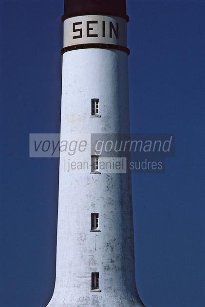 """Europe/France/Bretagne/29/Finistère/Ile de Sein: Le phare du port """"Le Gardien"""""""