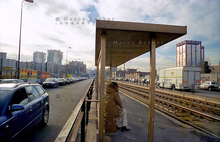 milano, quartiere lorenteggio. periferia ovest. fermata del tram --- milan, lorenteggio district, west periphery. tram stop