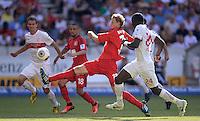 Fussball  1. Bundesliga  Saison 2013/2014  2. Spieltag VfB Stuttgart - Bayer Leverkusen     17.08.2013 Stefan Kiessling (Mitte, Bayer 04 Leverkusen) beobachtet von Daniel Schwaab (li, VfB Stuttgart), Sidney Sam (2.v.li, Bayer 04 Leverkusen) und Antonio Ruediger (re, VfB Stuttgart)
