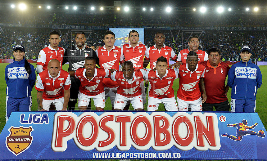 BOGOTÁ -COLOMBIA, 02-03-2014. Jugadores de Santa Fe posan para una foto previo al encuentro entre Millonarios e Independiente Santa Fe por la fecha 9 por la Liga Postobón  I 2014 jugado en el estadio Nemesio Camacho el Campín de la ciudad de Bogotá./ Players of Santa Fe pose to a photo prior the match between Millonarios and Independiente Santa Fe for the 9th date of the Postobon  League I 2014 played at Nemesio Camacho El Campin stadium in Bogotá city. Photo: VizzorImage/ Gabriel Aponte / Staff