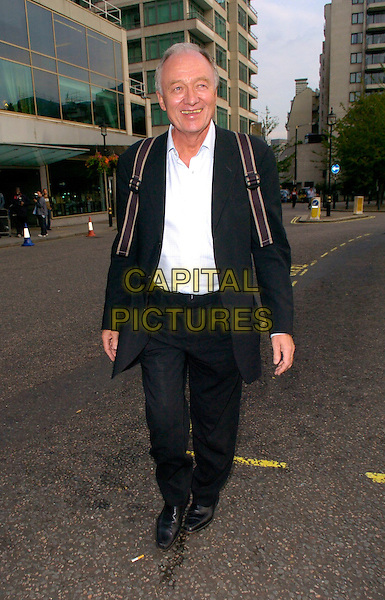 KEN LIVINGSTONE.Mayor of London seen walking along Park Lane, London, UK.September 12th, 2006.Ref: CAN.full length BLACK SUIT.www.capitalpictures.com.sales@capitalpictures.com.©Can Nguyen/Capital Pictures
