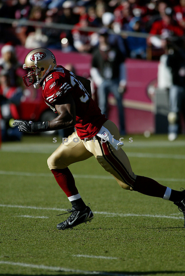 MICHAEL LEWIS, of the San Francisco 49ers  in action during the 49ers game against the Tampa Bay Buccaneers on December 23, 2007 in San Francisco, California...49ER win 27-7..SportPics