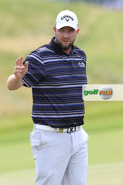 Marc Leishman (AUS) sinks his birdie putt on the 8th green during Saturday's Round 3 of the 117th U.S. Open Championship 2017 held at Erin Hills, Erin, Wisconsin, USA. 17th June 2017.<br /> Picture: Eoin Clarke | Golffile<br /> <br /> <br /> All photos usage must carry mandatory copyright credit (&copy; Golffile | Eoin Clarke)