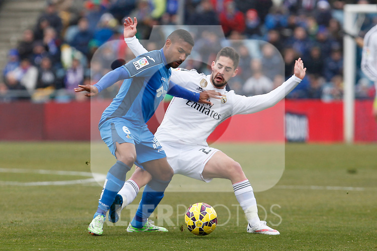 Getafe´s Sammir (L) and Real Madrid´s Isco  during La Liga match at Coliseum Alfonso Perez stadium  in Getafe, Spain. January 18, 2015. (ALTERPHOTOS/Victor Blanco)