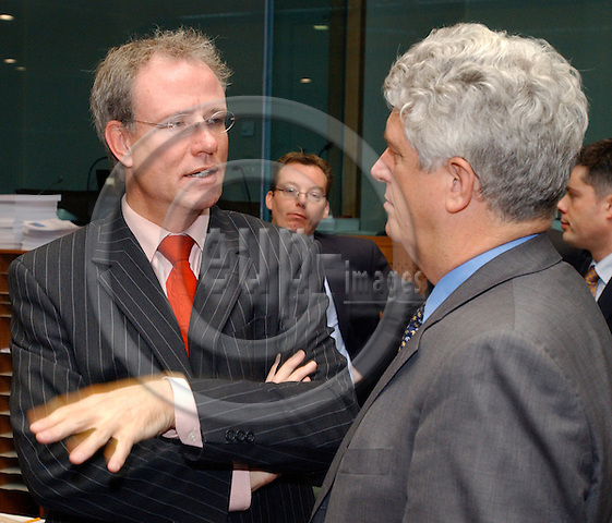 Brussels-Belgium - November 25, 2004---European Ministers for Finance meet with the European Commission and Members of the European Parliament on 'Budget' within the cycle of the ECOFIN-Council, at the 'Justus Lipsius', seat of the Council of the European Union in Brussels; here, Atzo NICOLAI (Nicolaï) (le), Minister for European Affairs of the Netherlands and acting President of the Council, with Caio Kai KOCH-WESER (ri),  State Secretary at the Federal Ministry of Finance of Germany, at the beginning of the meeting---Photo: Horst Wagner/eup-images