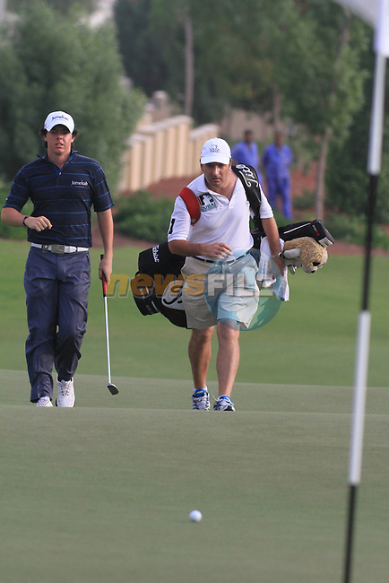 Dubai World Championship Golf. Earth Course,.Jumeirah Golf Estate, Dubai, U.A.E...Rory McIlroy walking onto the 18th during the second round of the Dubai World Golf championship..Photo: Fran Caffrey/www.golffile.ie...