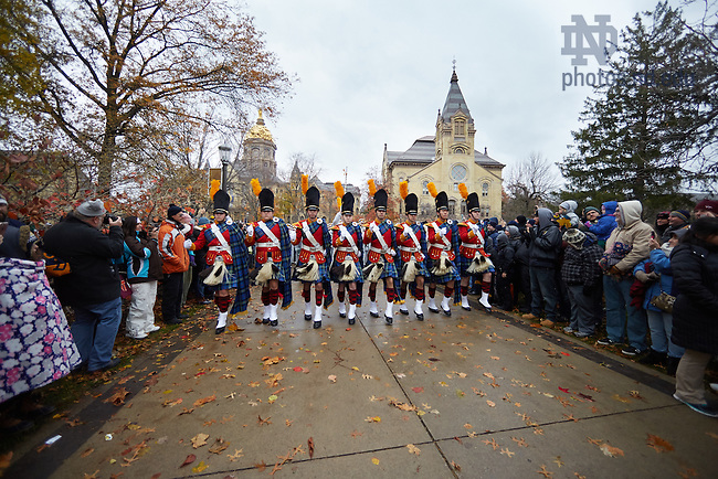 November 19, 2016; The Notre Dame Marching Band steps off from the Main Building before a football game. (Photo by Rob Regovich/University of Notre Dame)
