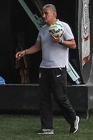 SÃO PAULO, SP, 18.08.2015 - FUTEBOL-CORINTHIANS - Tite treinador do Corinthians durante sessão de treinamento no Centro de Treinamento Joaquim Grava na região leste de São Paulo nesta terça-feira, 18. (Foto: Marcos Moraes / Brazil Photo Press)
