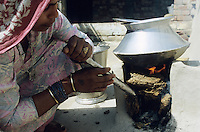 "S?dasien Asien Indien IND Uttar Pradesh .Frauen in einem Dorf kochen Reis mit Kuhdung Fladen Biomasse  - Energie Energieerzeugung Energiemarkt Energiesektor Energieverbrauch l?ndliche Entwicklung Tradition Kochstelle Feuer Flamme Flammen feuern Feuerstelle Lehm K?che indische xagndaz | .South Asia India Uttar Pradesh .women in a village cook rice with cow dung  -  indian energy rural development boil fuel .| [ copyright (c) Joerg Boethling / agenda , Veroeffentlichung nur gegen Honorar und Belegexemplar an / publication only with royalties and copy to:  agenda PG   Rothestr. 66   Germany D-22765 Hamburg   ph. ++49 40 391 907 14   e-mail: boethling@agenda-fototext.de   www.agenda-fototext.de   Bank: Hamburger Sparkasse  BLZ 200 505 50  Kto. 1281 120 178   IBAN: DE96 2005 0550 1281 1201 78   BIC: ""HASPDEHH"" ,  WEITERE MOTIVE ZU DIESEM THEMA SIND VORHANDEN!! MORE PICTURES ON THIS SUBJECT AVAILABLE!! INDIA PHOTO ARCHIVE: http://www.visualindia.net ] [#0,26,121#]"