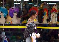 SAO PAULO, SP, 16 DE FEVEREIRO DE 2012 - O grafite da Dupla Os Gemeos, que foi criado em 2009 como parte das comemoracoes do Ano da Franca no Brasi feito em um predio no Vale do Anhangabau, zona central da cidade, e apagado. O motivo sera a demolicao do edificio que dara lugar a Praca das Artes. FOTO RICARDO LOU - BRAZIL PHOTO PRESS
