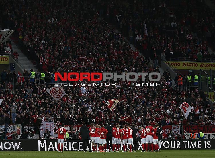 21.02.2015, Coface-Arena, Mainz, 1. Liga  2014/2015, 22. Spieltag R&uuml;ckrunde, 1. FSV Mainz 05 vs. Eintracht Frankfurt<br /> Die Mainzer Spieler bedanken sich bei den Fans<br /> Foto &copy; nordphoto /  Bratic