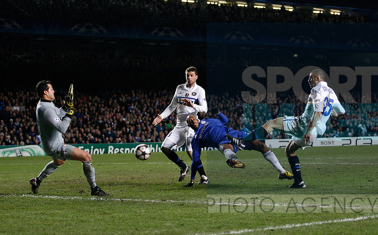 Chelsea's Nicolas Anelka sees his shot saved by Inter's Julio Cesar
