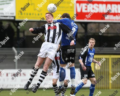 2008-03-30 / Voetbal / Rupel-Boom - RC Gent-Zeehaven /  Steven Maes en Gert Michiels (r, Rupel-Boom) gaan een luchtduel aan..Foto: Maarten Straetemans (SMB)