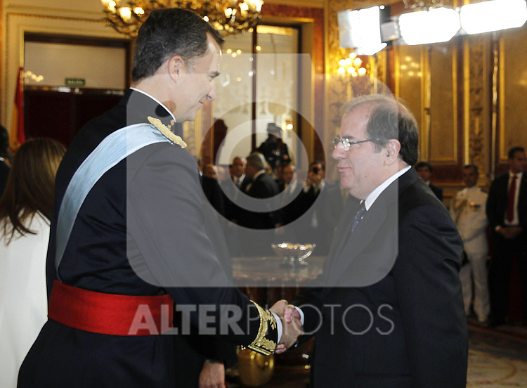 Coronation ceremony in Madrid. King Felipe VI of Spain greets Spanish regional representatives at Congreso de los Diputados. June 19 ,2014. (ALTERPHOTOS/EFE/Pool)