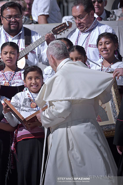Mexican Children of the Choir Voces<br /> Yumhu, greet the Pope.<br /> Pope Francis during of a weekly general audience at St Peter's square in Vatican.September 20, 2017
