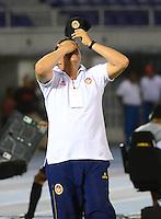 BARRANQUILLA - COLOMBIA -12 -04-2014: Calixto Chiquillo,  técnico de Univesidad Autonoma durante partido entre Universidad Autonoma y Millonarios por la fecha 17 de la Liga Postobon I 2014, jugado en el estadio Metropolitano Roberto Melendez de la ciudad de Barranquilla. / Calixto Chiquillo,  coach of Univesidad Autonoma during a match between Universidad Autonoma and Millonarios for the date 17th of the Liga Postobon I 2014 at the Metropolitano Roberto Melendez Stadium in Barranquilla city. Photo: VizzorImage  / UniAutonoma / Cont.