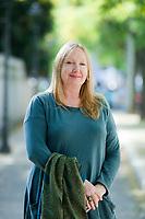 Jane Harris è nata a Belfast. I suoi racconti sono apparsi in numerose antologie e riviste. Autrice di cortometraggi premiati nei maggiori concorsi cinematografici ...Jane Harris è nata a Belfast. I suoi racconti sono apparsi in numerose antologie e riviste. Autrice di cortometraggi premiati nei maggiori concorsi cinematografici. Jane Harris (born 1961) is a British writer of fiction and screenplays. Her most recent work is the critically acclaimed Gillespie and I.[1] Her first novel. Milan, 31 ottobre 2017. © Leonardo Cendamo