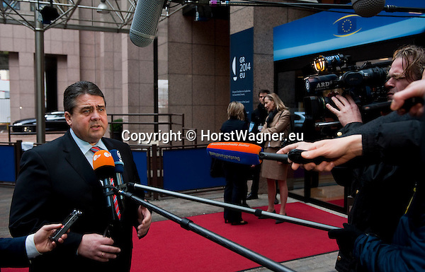 Brussels-Belgium - February 20, 2014 -- Sigmar GABRIEL (le), Vice-Chancellor of Germany and Federal Minister for Economic Affairs and Energy, in Brussels for bilateral meetings and attendance of the EU-Council on Competitiveness; here, doorstep with media upon arrival at 'Justus Lipsius' - seat of the Council of the EU -- Photo: © HorstWagner.eu