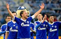 FUSSBALL   1. BUNDESLIGA   SAISON 2012/2013    25. SPIELTAG FC Schalke 04 - Borussia Dortmund                         09.03.2013 Schalker Schlussjubel: Benedikt Hoewedes (vorn, FC Schalke 04)