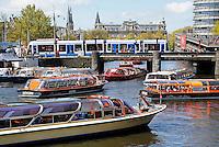 Nederland Amsterdam 2016 05 01.  Rondvaartboten bij Centraal Station. Foto Berlinda van Dam / Hollandse Hoogte
