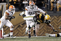 PITTSBURGH, PA - DECEMBER 08:  Rashard Mendenhall #34 of the Pittsburgh Steelers dives with the ball against the Cleveland Browns during the game on December 8, 2011 at Heinz Field in Pittsburgh, Pennsylvania.  (Photo by Jared Wickerham/Getty Images)