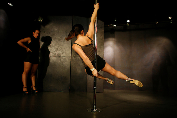 pole dance 75011