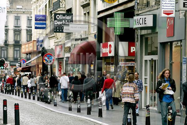 BRUSSELS - BELGIUM - 22 MAY 2004--Belgisk apotek i Bruxelles. -- PHOTO: ERIK LUNTANG / EUP-IMAGES