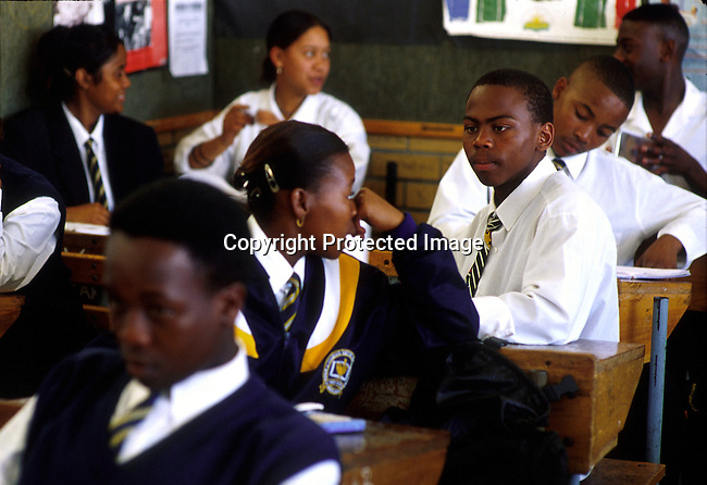 School children during a  class on May 14, 2000 at Alexander Sinton, a mixed school on Athlone outside Cape Town, South Africa..(Photo: Per-Anders Pettersson/ Liaison Agency)