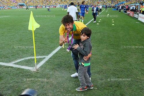 Kaka and his son, <br /> JUNE 12, 2014 - Football /Soccer : <br /> 2014 FIFA World Cup Brazil <br /> Group Match -Group A- <br /> between Brazil 3-1 Croatia <br /> at Arena de Sao Paulo, Sao Paulo, Brazil. <br /> (Photo by YUTAKA/AFLO SPORT) [1040]