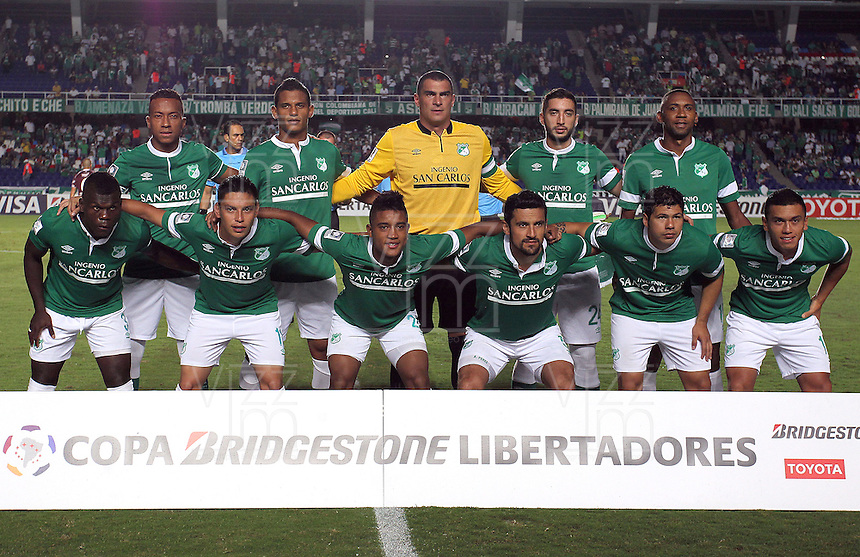 CALI - COLOMBIA - 13-03-2014: Los jugadores del Deportivo Cali de Colombia, posan para una foto durante partido entre Deportivo Cali y Lanus de la segunda fase, grupo 3, de la Copa Bridgestone Libertadores en el estadio Pascual Guerrero, de la ciudad de Cali. / The players of Deportivo Cali of Colombia, pose for a photo during a match between Deportivo Cali and Lanus for the second phase, group 3, of the Copa Bridgestone Libertadores in the Pascual Guerrero stadium in Cali city. Photo: VizzorImage / Juan C. Quintero / Str.