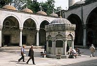 Türkei, Yeni Valide Camii (Moschee) in Üsküdar in Istanbul, Asien