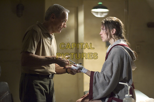 CLINT EASTWOOD & HILARY SWANK.in Million Dollar Baby.Filmstill - Editorial Use Only.CAP/AWFF.supplied by Capital Pictures.