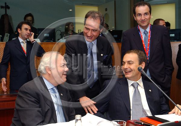 Brussels-Belgium - November 05, 2004---European Heads of State and Government and Foreign Ministers meet for the summit / European Council, at the 'Justus Lipsius', seat of the Council of the European Union in Brussels; here, Antonio MONTEIRO (ce), Minister for Foreign Affairs of Portugal, with Miguel Angel MORATINOS (le), Minister for Foreign Affairs of Spain, and José Luis Rodríguez ZAPATERO (ri), Prime Minister of Spain; in the back-right, Carles CASAJUANA PALET, Spanish Ambassador representative to the EU Political and Security Committee (PSC)---Photo: Horst Wagner/eup-images