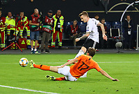 Marco Reus (Deutschland, Germany) zieht ab gegen Daley Blind (Niederlande) - 06.09.2019: Deutschland vs. Niederlande, Volksparkstadion Hamburg, EM-Qualifikation DISCLAIMER: DFB regulations prohibit any use of photographs as image sequences and/or quasi-video.