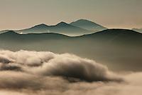 Europe/France/Aquitaine/64/Pyrénées-Atlantiques/Pays-Basque/Iraty: Plateau d'Iraty sur la route d'Estérençuby, vers Phagalcette lumière du soir sur les Pyrénées basques