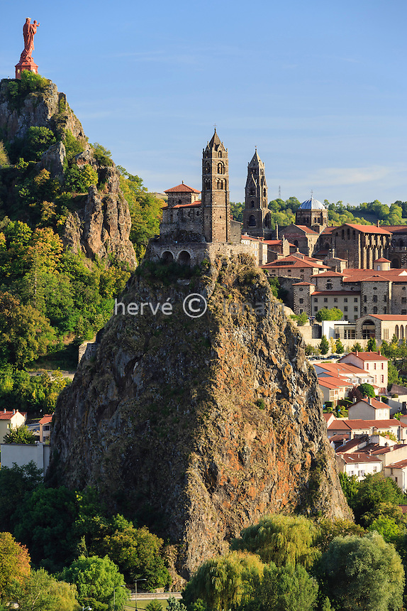 France, Haute-Loire (43), Le Puy-en-Velay, dominé par la Chapelle Saint-Michel d'Aiguilhe, le Rocher Corneille et sa statue Notre-Dame de France, la Cathédrale Notre-Dame // France, Haute Loire, le Puy en Velay, Chapel Saint Michel Aiguilhe, the Rocher Corneille and his statue of Our Lady of France, the Cathedral Notre Dame