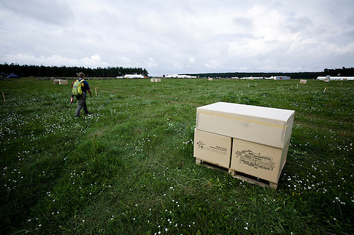 All contingents have been delivered theire base equipment in boxes. The whole campsite is crowded of these brown boxes.