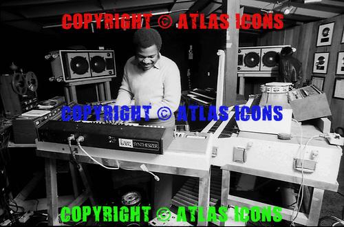 BILLY PRESTON, RECORDING STUDIO, 1976, NEIL ZLOZOWER